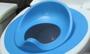 Cho bé yêu tập đi toilet an toàn và vệ sinh với nắp bô vệ sinh tiện lợi